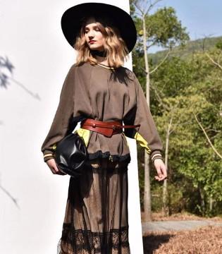 阿缇娜女装新款上市 简约休闲风 非常可人!