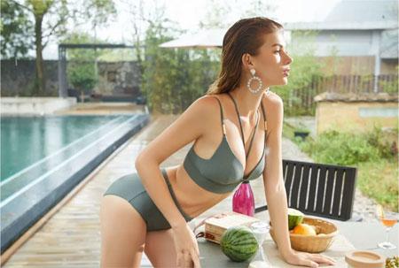 梧桐新款:泳衣属于五彩缤纷的夏天