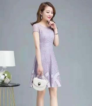 浪漫的连衣裙 演绎性感唯美的女人味