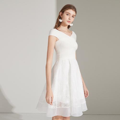 优质女装聚集地 戈蔓婷时尚女装加盟店让你爱不释手