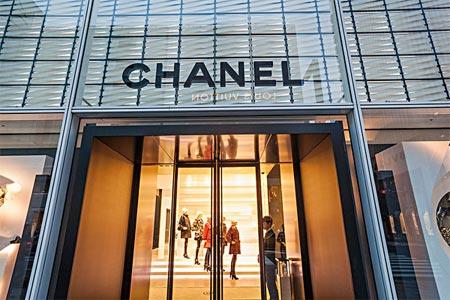 欧洲多国解封进行时 奢侈品门店重新开业