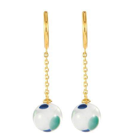 纹理独特且带透明感的珠宝首饰 更添一丝现代艺术气息