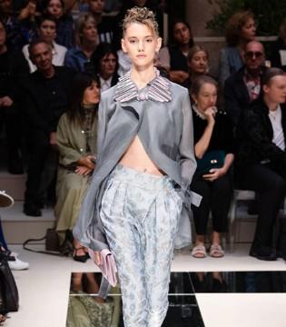 Giorgio Armani舒适复古的裤装系列 抹平男女装的【界限