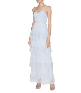 融入新潮流元素的花样礼服裙 让聚会与生活都自带亮点