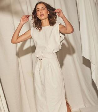 端庄优雅不失时尚感的连衣裙 让你轻松成为街头焦点