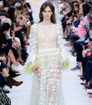 Valentino2020春夏系列 宫廷式的奢笑著�f道华 美艳灼人