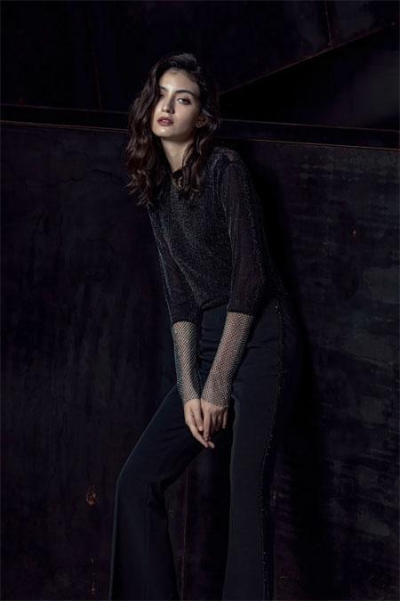 """穿好一件""""黑色""""的女生 永远是美的"""