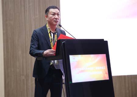 何炳祥全票当选广东省内衣协会会长