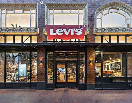 Levi's第二季度的�N售�~大跌 �⒉�T700人