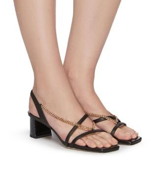 Pedder Red高跟凉鞋 为你的时尚造型涂写简约一笔