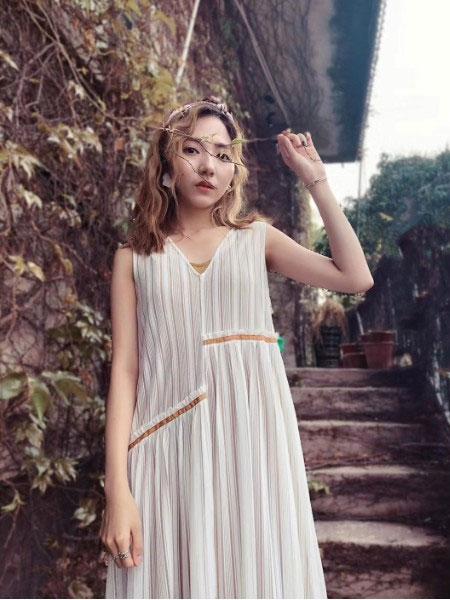 薇薇希夏季新品连衣裙 让你美出新高度!