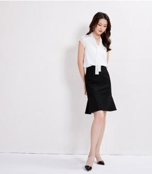 穿鱼尾半身裙的女精英 在职场界大放光彩