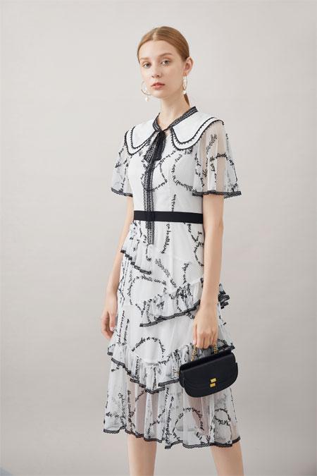 甜美好看的连衣裙 是浪漫早秋的必备