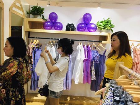 热烈祝贺郭小姐成功签约金蝶茜妮 新店已隆重开业!