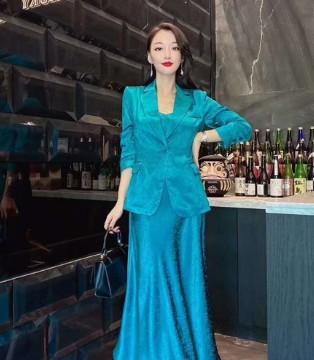 现代都市女性的娇柔  E+女装上演秋日孔雀蓝