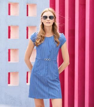 夏末时节 EI.女装的连衣裙继续绽放光彩