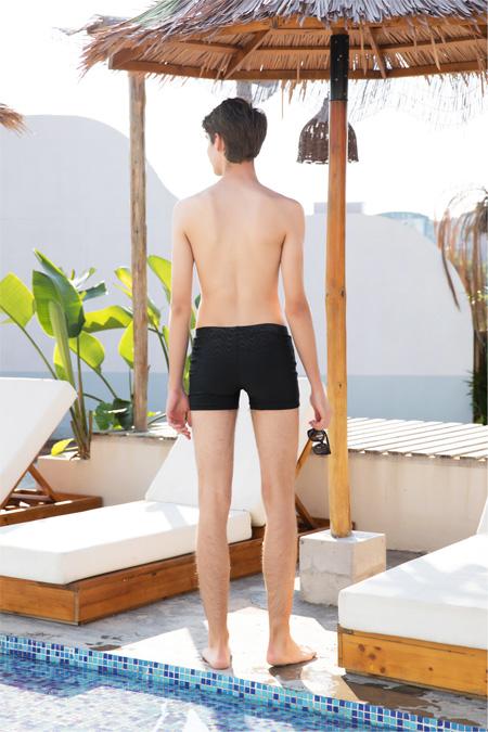女人心:夏日海滩必备 男士泳裤极具魅力!