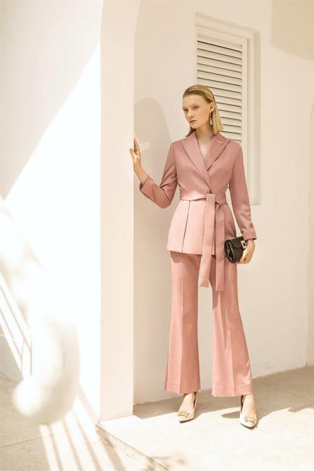 爱品纱时尚女装 都市女人也有温柔格调