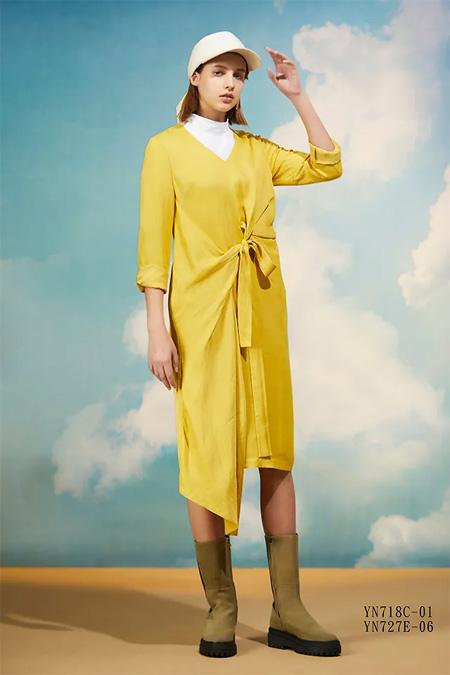 久景:2020秋冬的黄色调 睡袍式连衣裙