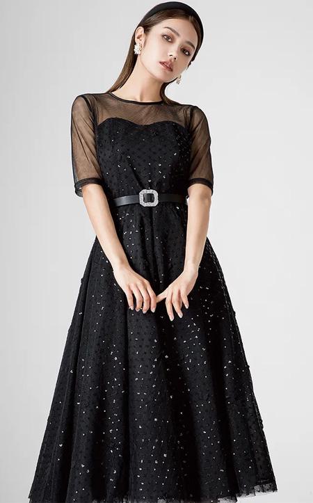 西纳维思:秋季优雅小黑裙  无色彩主义