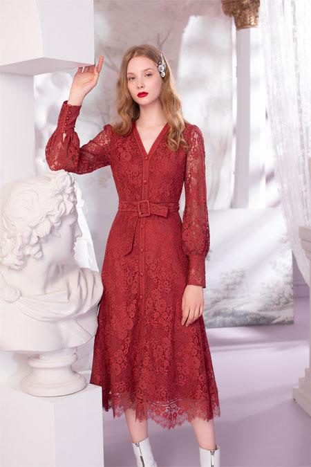 浪漫满秋的OU.蕾丝连衣裙 非常适合你哦!