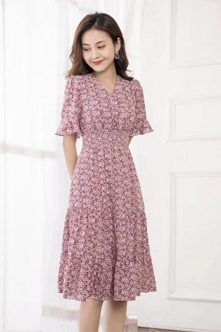 清新小个子紫色连衣裙 伊芭罗演绎浪漫夏日