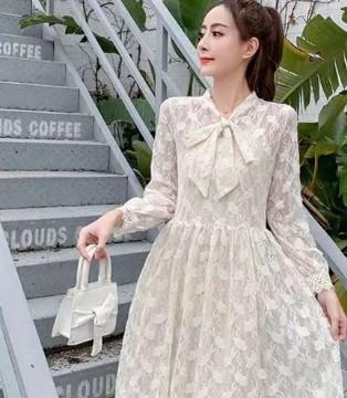 气质蕾丝连衣裙魅力十足 芝麻e柜女装时尚优雅