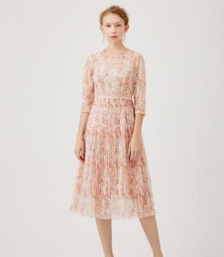 红凯贝尔:少女的连衣裙摆上 写满了秋天的浪漫