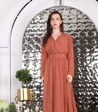 这个秋天偏爱连衣裙 莎斯莱思ξ 新品成为你的例外!