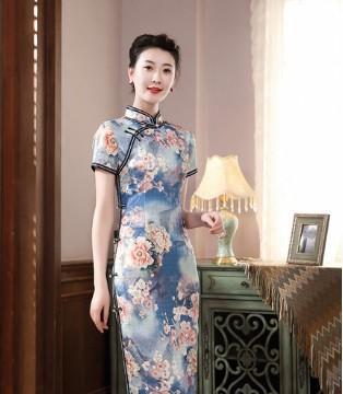 唐雅阁:将山水画旗袍穿在身上 感受一场鸟语花香