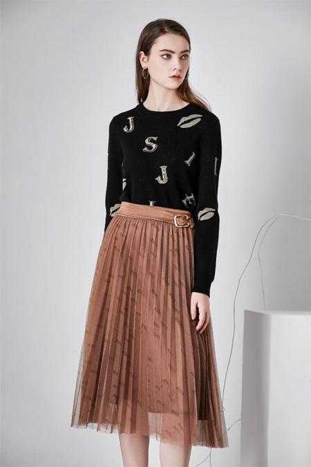 JESSIE杰西 :「裙」聊模式已开起 请扫码进入