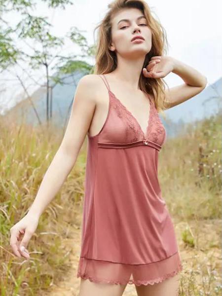 诗意十一月 梧桐本色睡衣出场 空气弥漫着性感分子