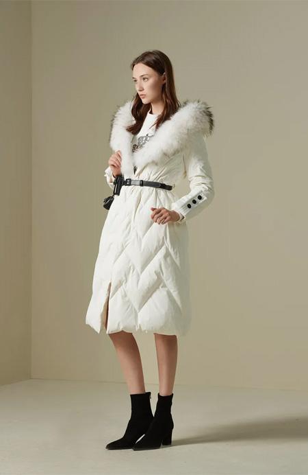 冬日上新 四个关键词 羽绒服在冬天成了时尚绝缘体