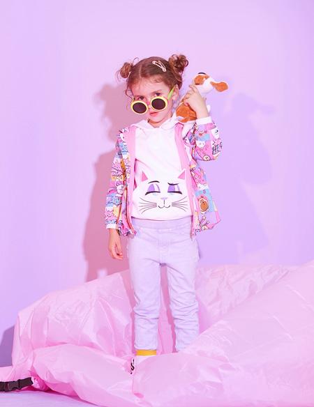 小猪班纳:可爱元气穿搭 为单调的冬季增添光彩!