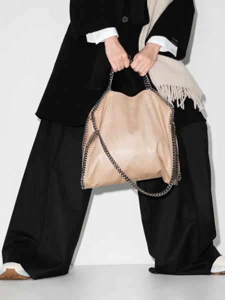 包包神奇魅力 出行造型上 Stella McCartney为你加分!