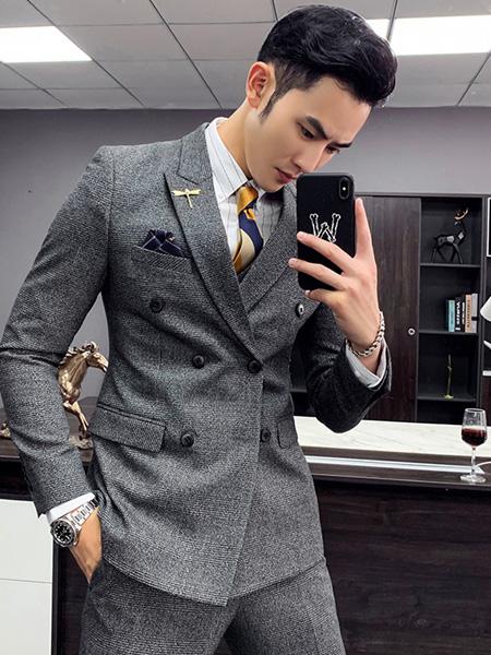 乔治邦尼气质绅士西装 凸显男性神奇魅力
