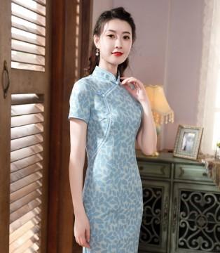 唐雅阁:少女情怀总是诗 旗袍仪态万千 具东方之美