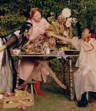 小众奢品时代崛起 Simone Rocha与H&M推出绝美联名系列