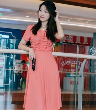 女人当自爱自强 穿上古米娜时尚女装 活出精彩岁月