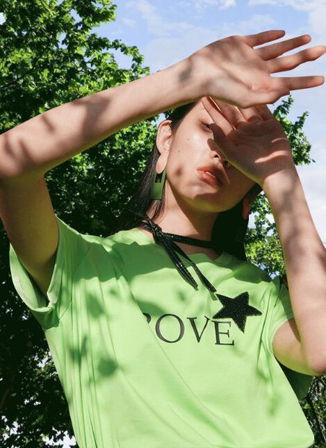 YOUXIZI尤西子女�b 踏青季 如何穿出氛��感?