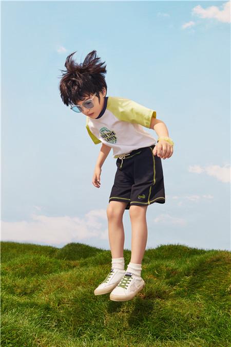 小�i班�{:��玩�c奇思妙想 ��成了孩子��的假日
