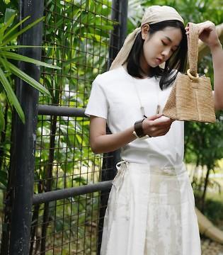 Dins底色春夏新品来袭 精致的服饰表达女性的美感