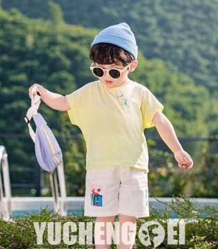 小嗨皮男童穿搭 享受出街众人瞩目的时尚感!