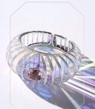 Boucheron�����珠��系列 光�c影的游��