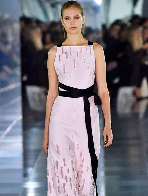 Amanda Wakeley 2016年春夏高级女装系列大走现代建筑风 惊艳伦敦时装周