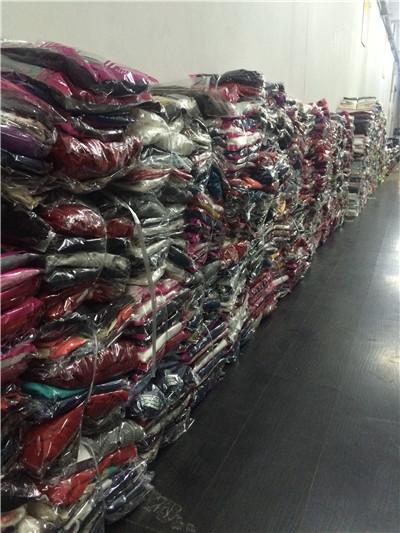 摆地摊卖的衣服货源从哪里找厂家拿货呢