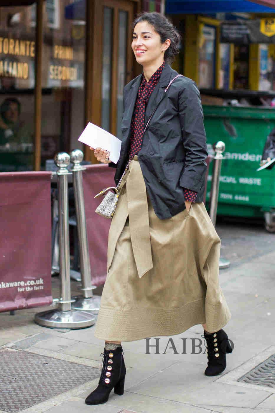风格大不同,人人都有态度 2017春夏伦敦时装周秀场外街拍第一波:前卫派时尚份子的天堂