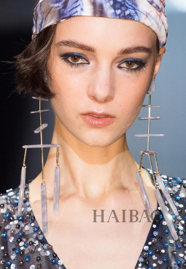 Prada、Marni、范思哲……在巴黎大秀铺天盖地之前 回顾下米兰的珠宝浪漫 2017春夏米兰时装周秀场珠宝合辑
