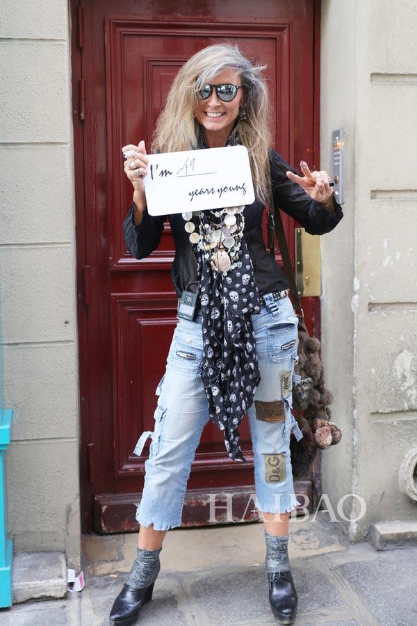 从18岁到64岁都时髦 2017春夏巴黎时装周独家街拍来啦:长腿麻豆 嬉皮阿姨 摇滚老爹统统一网打尽