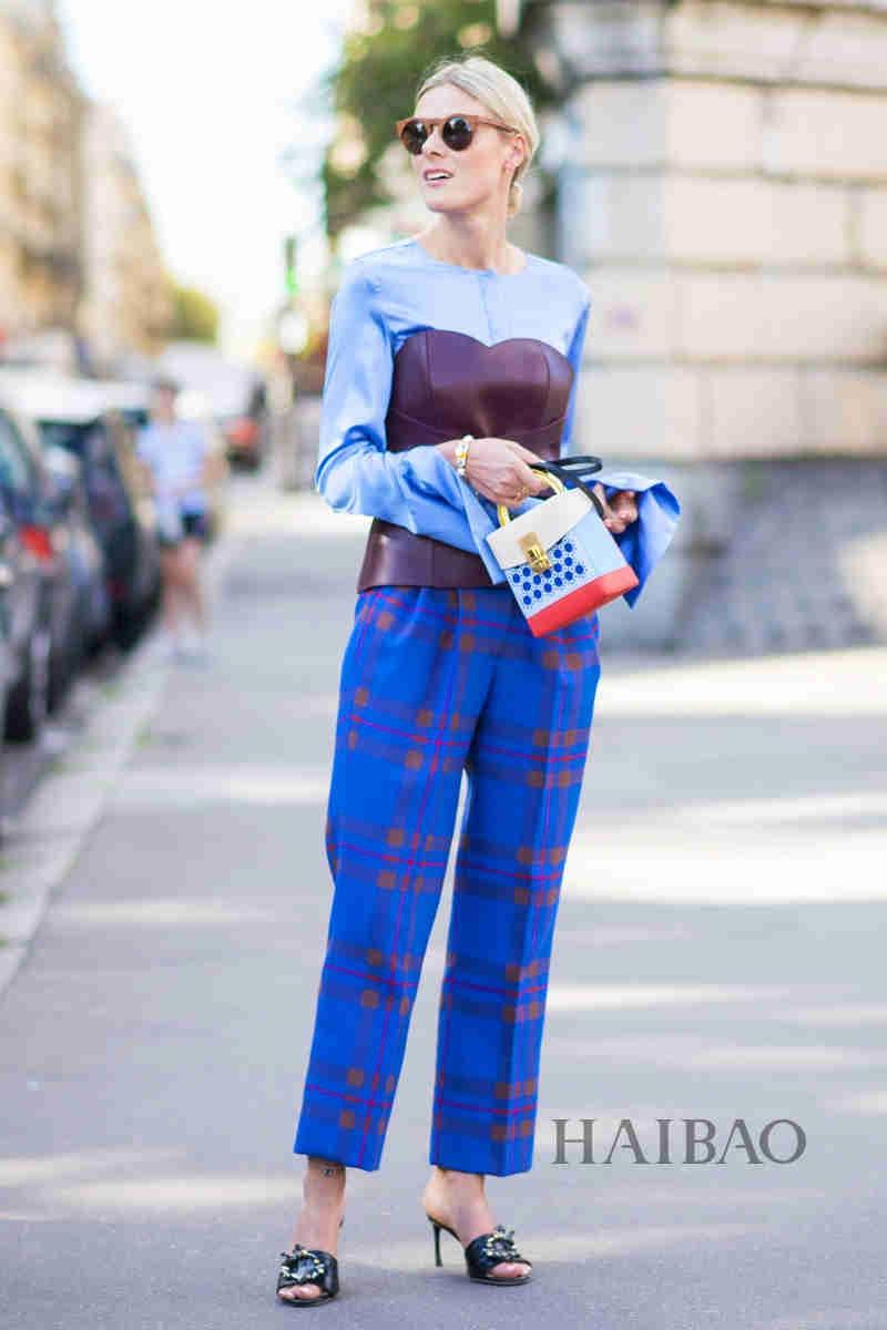 2017春夏巴黎时装周秀场外街拍合辑:亮眼撞色玩不停 循规蹈矩中不失个性元素
